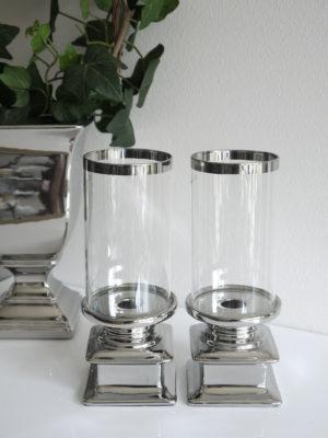 Ljuslykta i silver med cylinderglas. Besök Blickfång.se