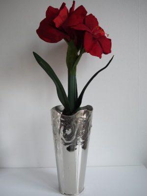 Röd konstgjord amaryllis i kruka