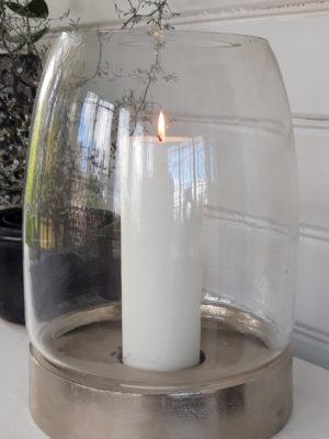 Stor ruff ljuslykta med glaskupa. Besök Blickfång.se
