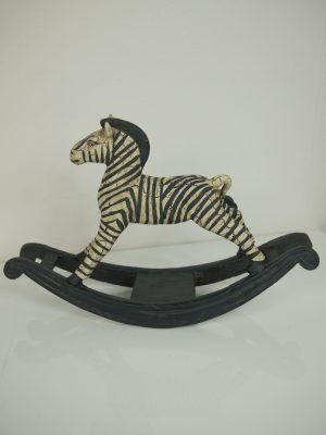 Zebra prydnadssak i form av en gunghäst i svart och vitt