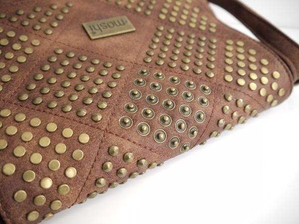brun väska nitar