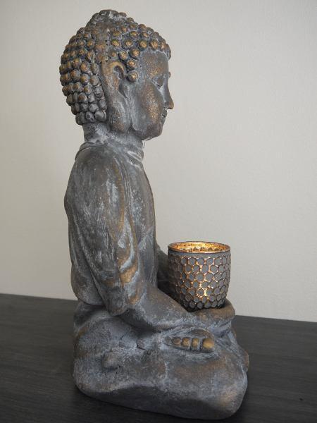 buddha med ljus