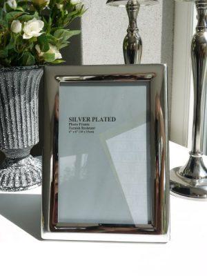 Stilren fotoram med silverkant. Besök blickfång.se