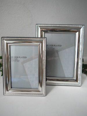 Fotoram silver med pärlkant. Besök Blickfång.se