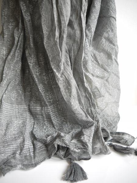 gra-silver-tofs-scarf