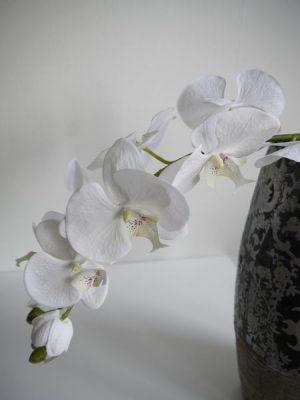 Konstgjord vit orkidestjalk med stora blommor