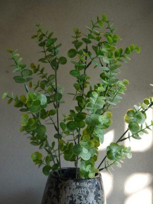 Konstgjord grön eucalyptus kvist