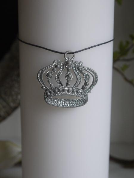 krona med band ljus