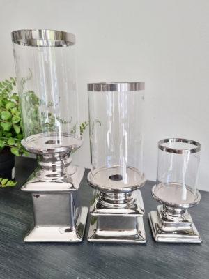 Ljuslykta i silver med glascylinder. Besök Blickfång.se