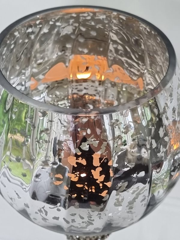 ljuslykta-pa-fot-i-glas-med-strass-1
