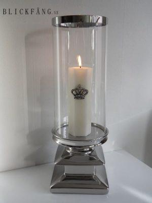Stor ljuslykta med glascylinder