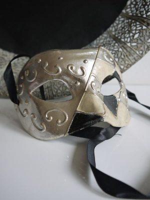 Venetiansk prydnadsmask i svart och silver