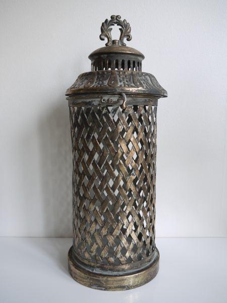 metalllykta hålmönster