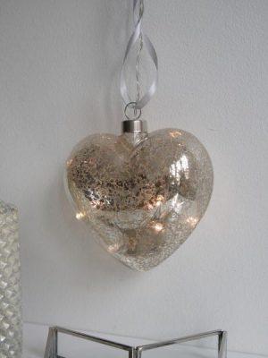 Hjärta i glas med ljusslinga. Besök blickfång.se