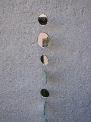 Spegelmobil med runda speglar. Besök Blickfång.se