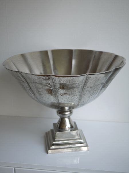Stor-skal-pa-fot-i-silver-metall-1