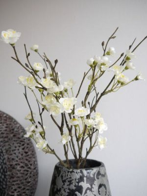 Vit konstgjord blomkvist