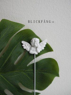 Vit ängel dekoration till blomkrukan. Besök Blickfång.se