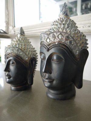 Brunt buddha huvud med detaljer i silver. Besök Blickfång.se