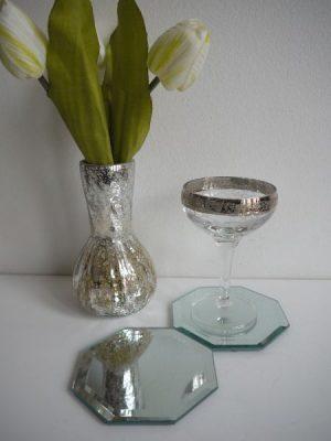 Glasunderlagg med spegel. Besök Blickfång.se