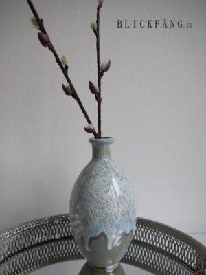 Liten vas i keramik. Besök Blickfång.se