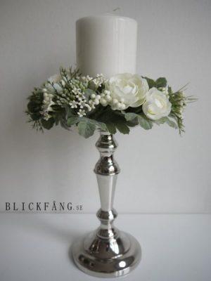 Ljusmanschett med vita blommor. Besök Blickfång.se