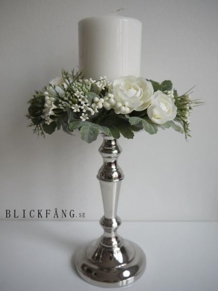 Ljusmanschett-med-vita-blommor