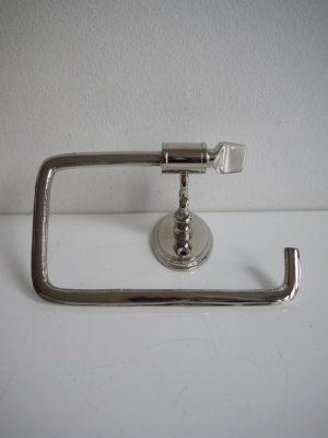 Toapappershållare silver metall. Besök Blickfång.se