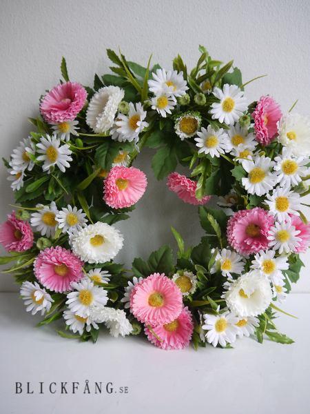Krans-med-vita-och-rosa-blommor