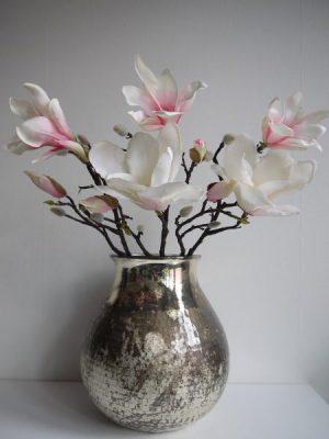 Rosa konstgjord naturtrogen magnolia. Besök Blickfång.se