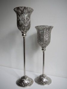 Ljuslykta silver på fot med hålmönster