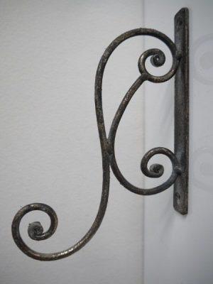 Väggkrok antik guld metall. Besök Blickfång.se