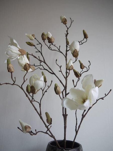 vit-konstgjord-magnolia