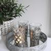 Ljuslykta med metalldetaljer. Besök Blickfång.se
