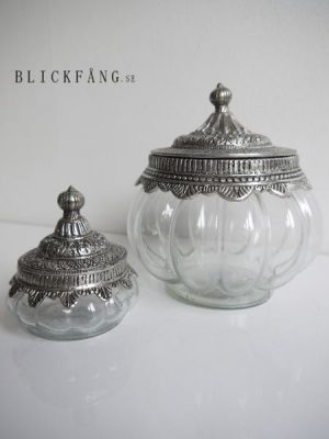 Rund glasskål med silverlock i lantstil