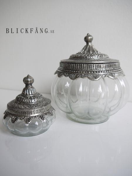 Glasskal-med-silverlock-i-lantstil