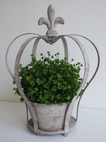 Krona-i-metall-till-blommor-eller-ljus