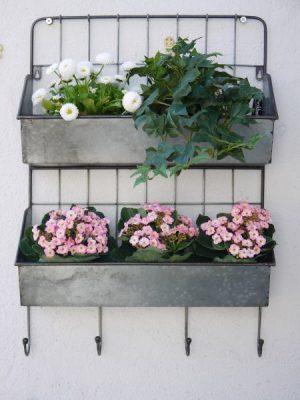 Vägghylla-galvaniserad-zink. Besök Blickfång.se
