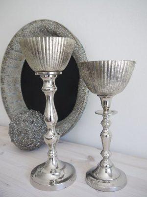 Stor glaskupa till värmeljus i fattigmanssilver. Besök Blickfång.se
