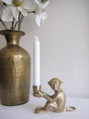 Apa ljusstake i mässing. Besök Blickfång.se
