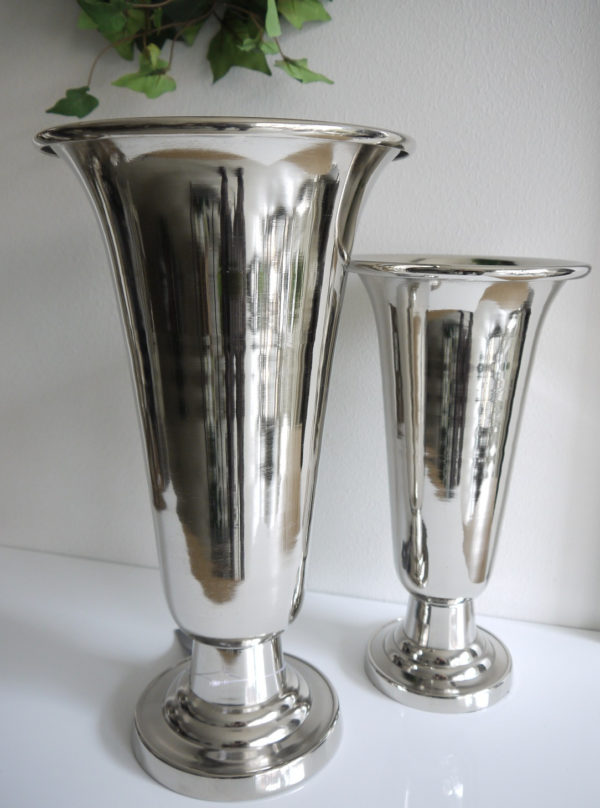 Hog-trumpetvas-i-silver-metall