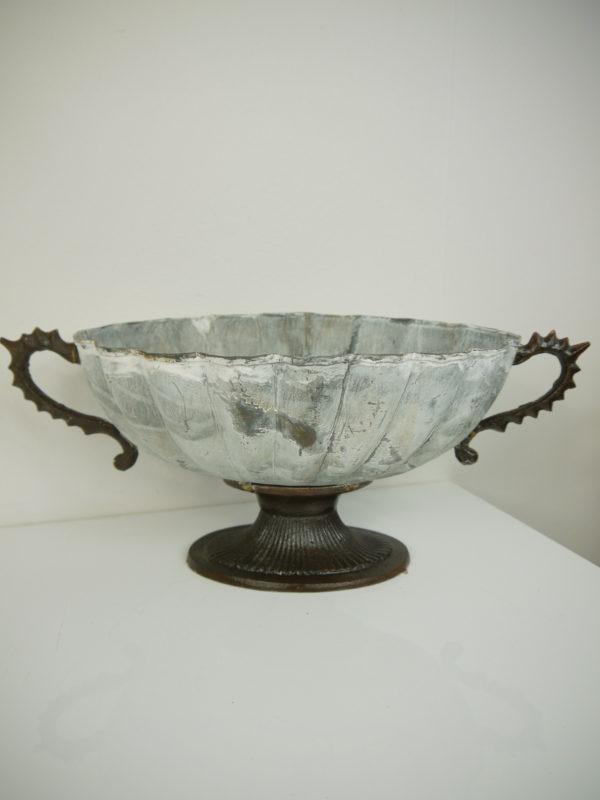 Oval-skal-pa-fot-i-antik-stil-1