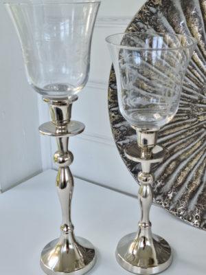 Glaskupa med inristad dekor. Besök Blickfång.se