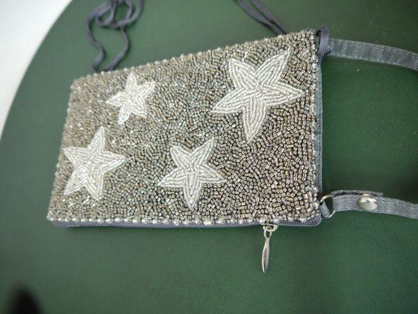 väska med pärlor