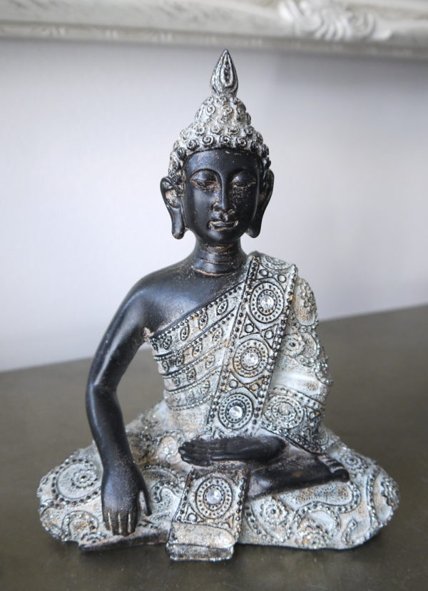 Prydnadsfigur-brun-buddha-med-silver-1