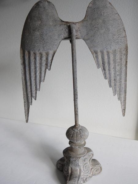 ljusstake med vingar