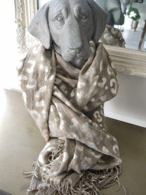 Scarfs i beige med mönster i silver