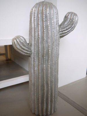 Stor kaktus i silver som prydnadsfigur