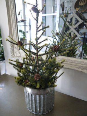 Konstgjord naturtrogen julgran i kruka