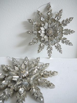 Stjarna julpynt i silver att hanga